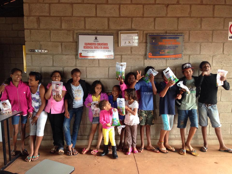 ABO-MS distribui kits odontológicos para crianças do bairro Tarsila do Amaral