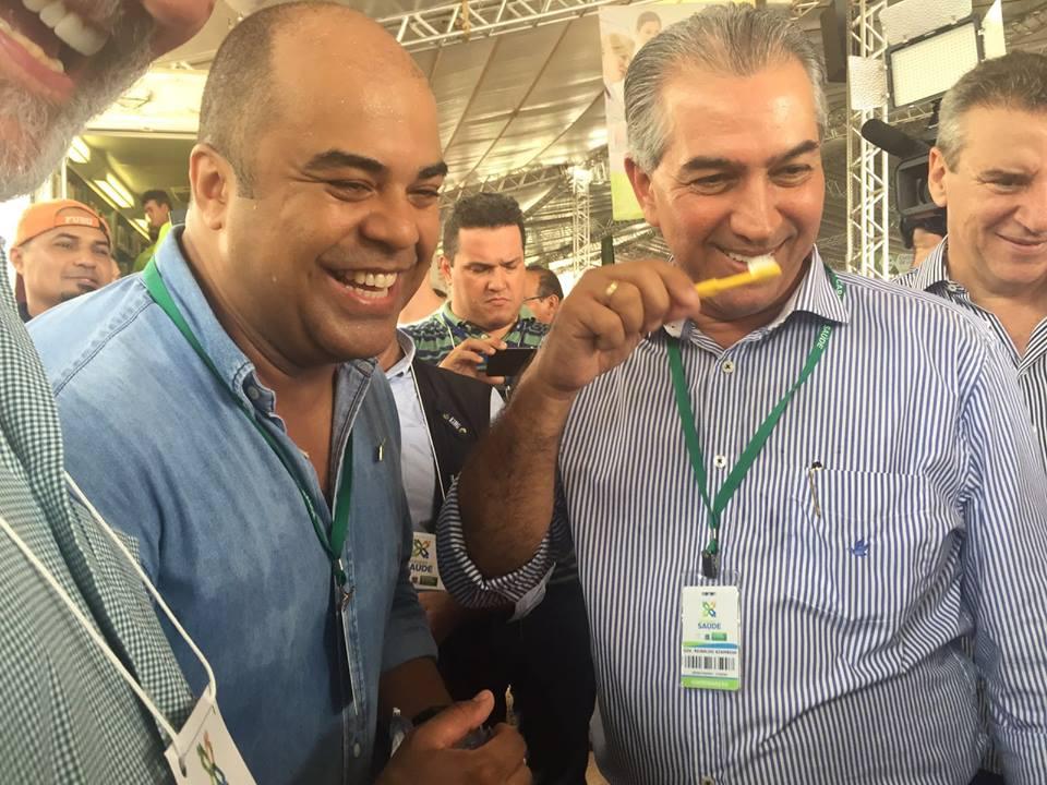 Governador de MS visita setor odontológico da Caravana da Saúde