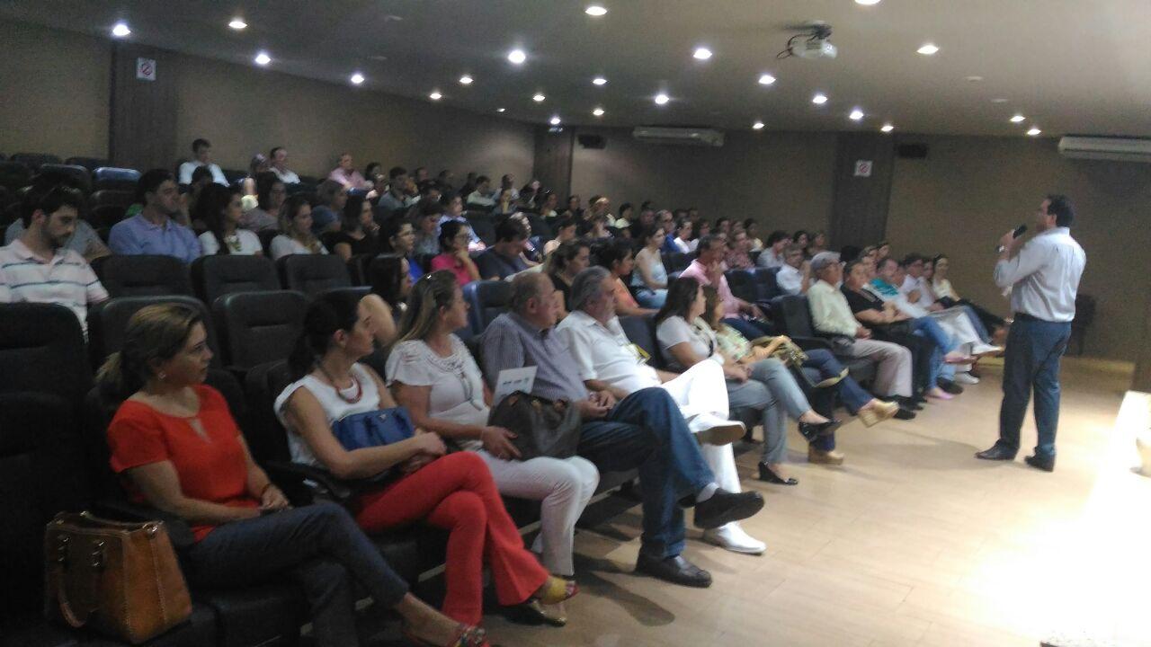 Cerca de 100 profissionais da região de Dourados participam de treinamento sobre câncer de boca