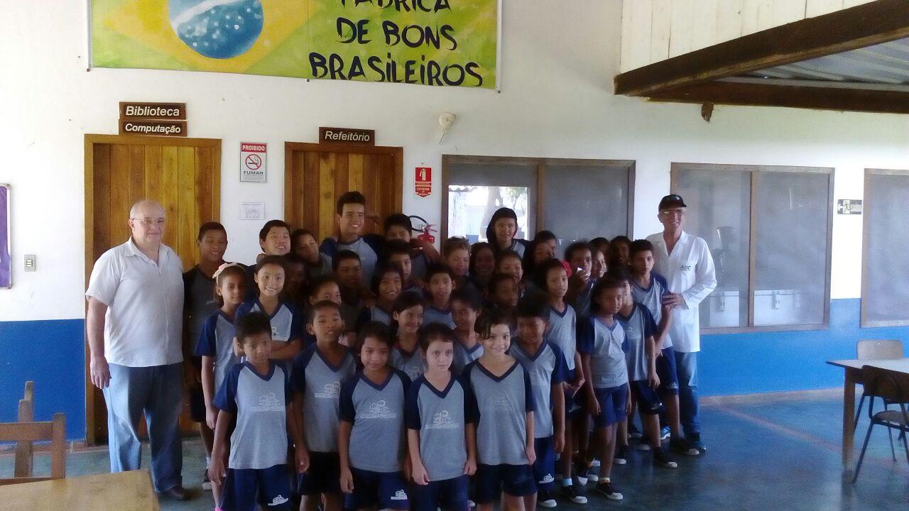 Cirurgiões-Dentista oferecem tratamento a crianças no Pantanal