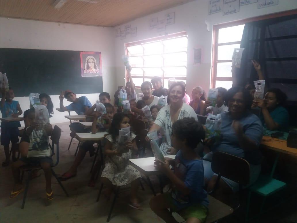 Cirurgiã-Dentista leva orientações para crianças em bairro da Capital
