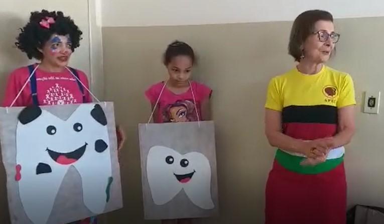 ABO-MS apoia atividade lúdica com as crianças para ensinar sobre os cuidados com a saúde bucal